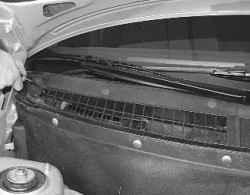 Замена фильтра системы вентиляции и отопления салона